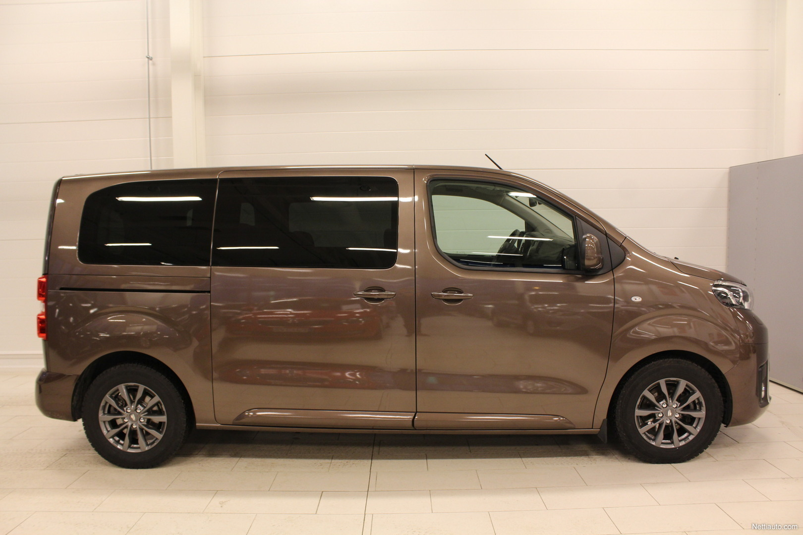toyota proace verso family l1 2 0 d 180 a my17. Black Bedroom Furniture Sets. Home Design Ideas