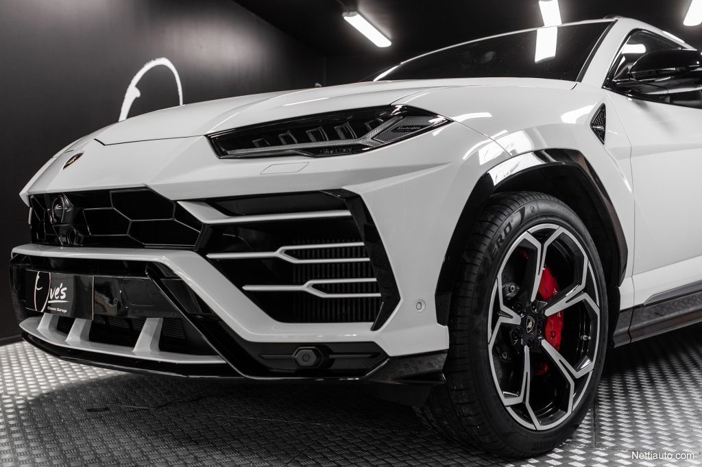 Lamborghini Urus Hinta