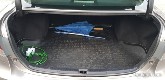 Toyota Avensis Porrasperä